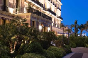 Façade Royal-Riviera de nuit
